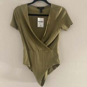NWT Forever 21 green shortsleeved body suit sz M